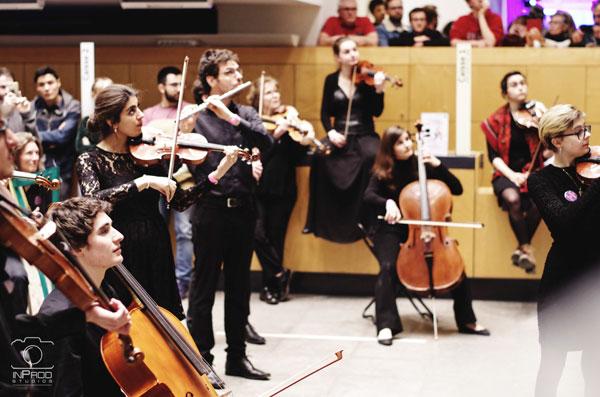 Orchestre à l'écoute